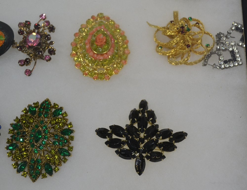COLLECTION OF ANTIQUE AND COSTUME JEWELRY ORNATE - 5