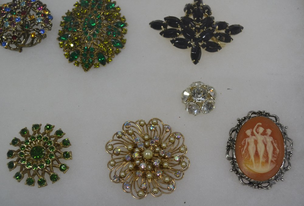 COLLECTION OF ANTIQUE AND COSTUME JEWELRY ORNATE - 6