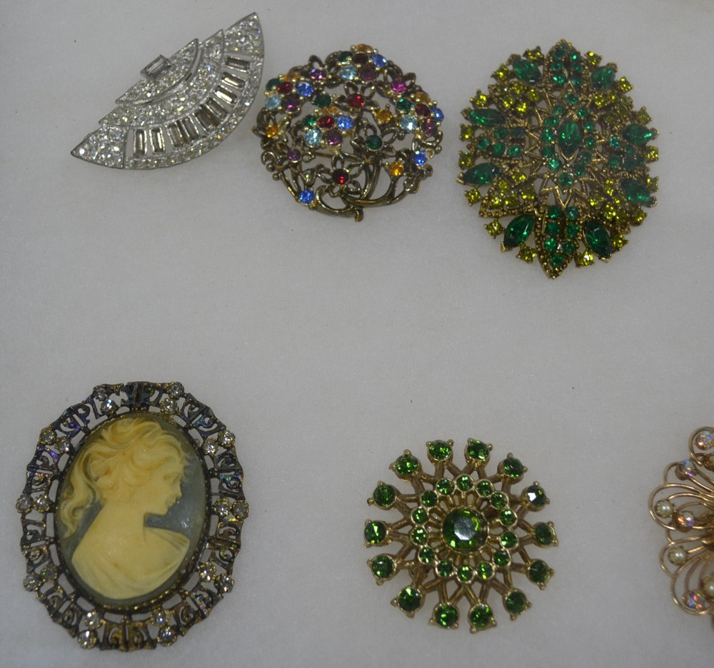 COLLECTION OF ANTIQUE AND COSTUME JEWELRY ORNATE - 7
