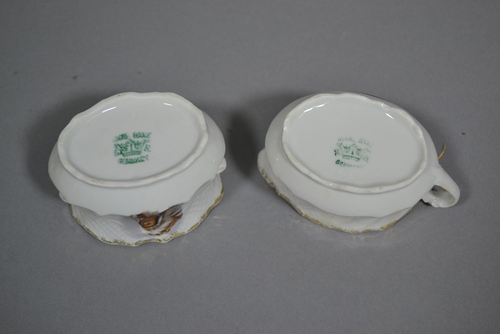 BOX OF 11 MISC. CREAMERS & SUGARS - 10