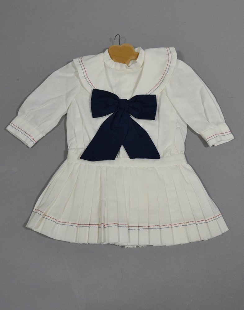 ASSORTMENT OF ANTIQUE LINENS AND DOLL DRESSES - 4