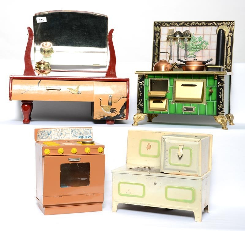 (4) CHILDREN AND DOLL FURNITURE ITEMS INCLUDING