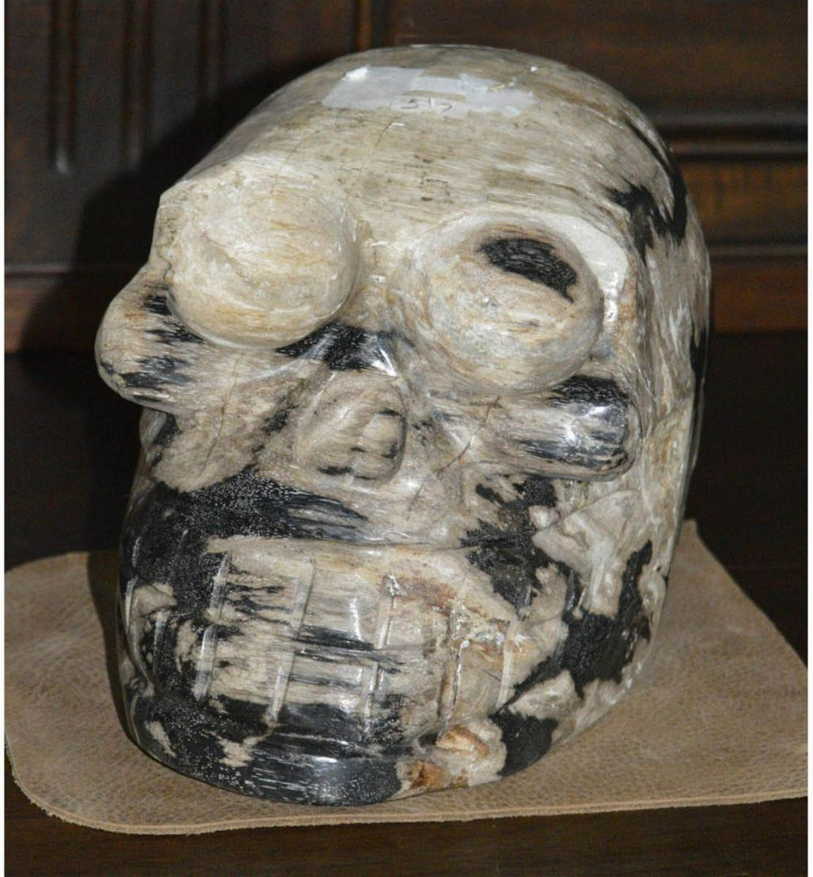 Sculpture in the form of a skull