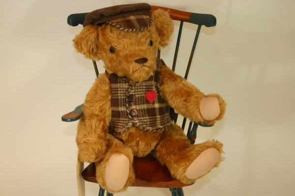104: Fred in Vintage Clothing 1995 Bear