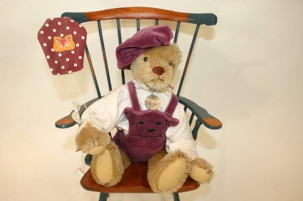 105: Gorham Bear w/ Kit in Lavendar Outfit