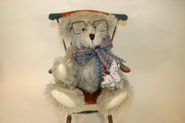 107: Busser Bear Gray String Wool Bear
