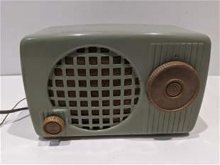 Vintage Green Metal Arvin Tube Radio Model 440-T