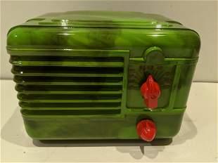 Small 1940s RCA Green Swirl Bakelite Tube Radio