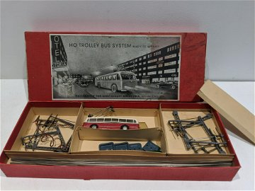 1950's Aristocraft HO Trolley Bus System in Box