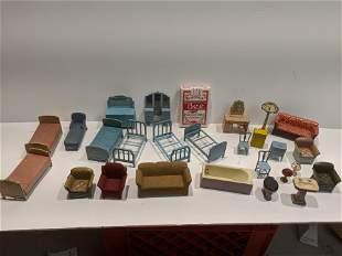 Lot 26 1930's Tootsietoy Metal Dollhouse Furniture