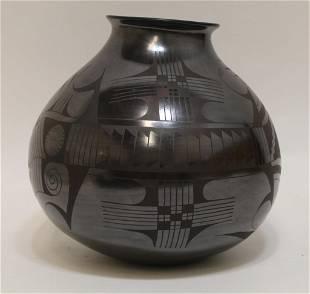 Jesus Pina Mata Ortiz Blackware Olla Vase