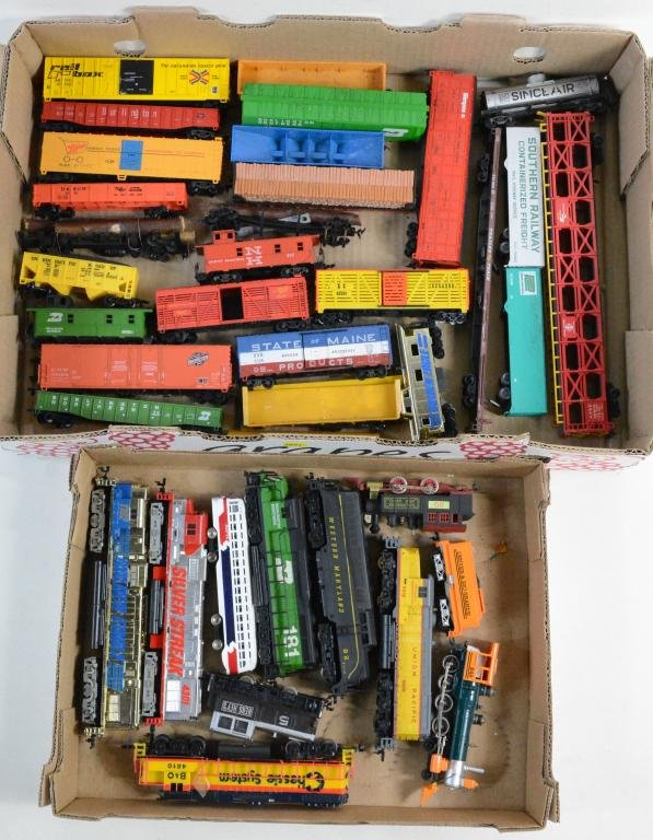 Mixed HO Train Lot w/ 10 Engines + Rolling Stock