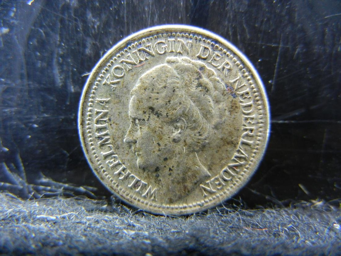 1941 Netherland 10 Cents Silver Coin.  Coin is 64% - 2