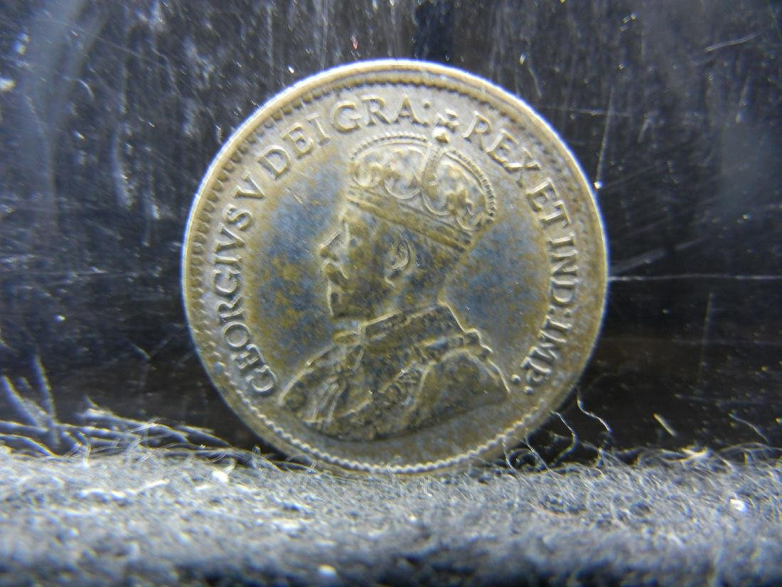 1918 Canada 5 Cents Sterling (92.5%) Silver Coin.  Coin - 2