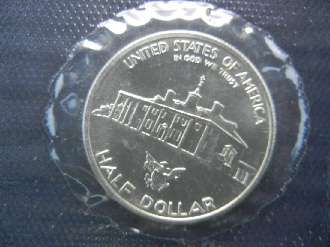1982-D Washington Mt Vernon Silver 1/2 Dollar. Govt - 2