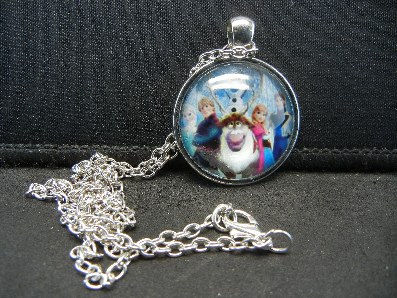 (FROZEN), NECKLACE, NEW, GREAT BIRTHDAY GIFT!