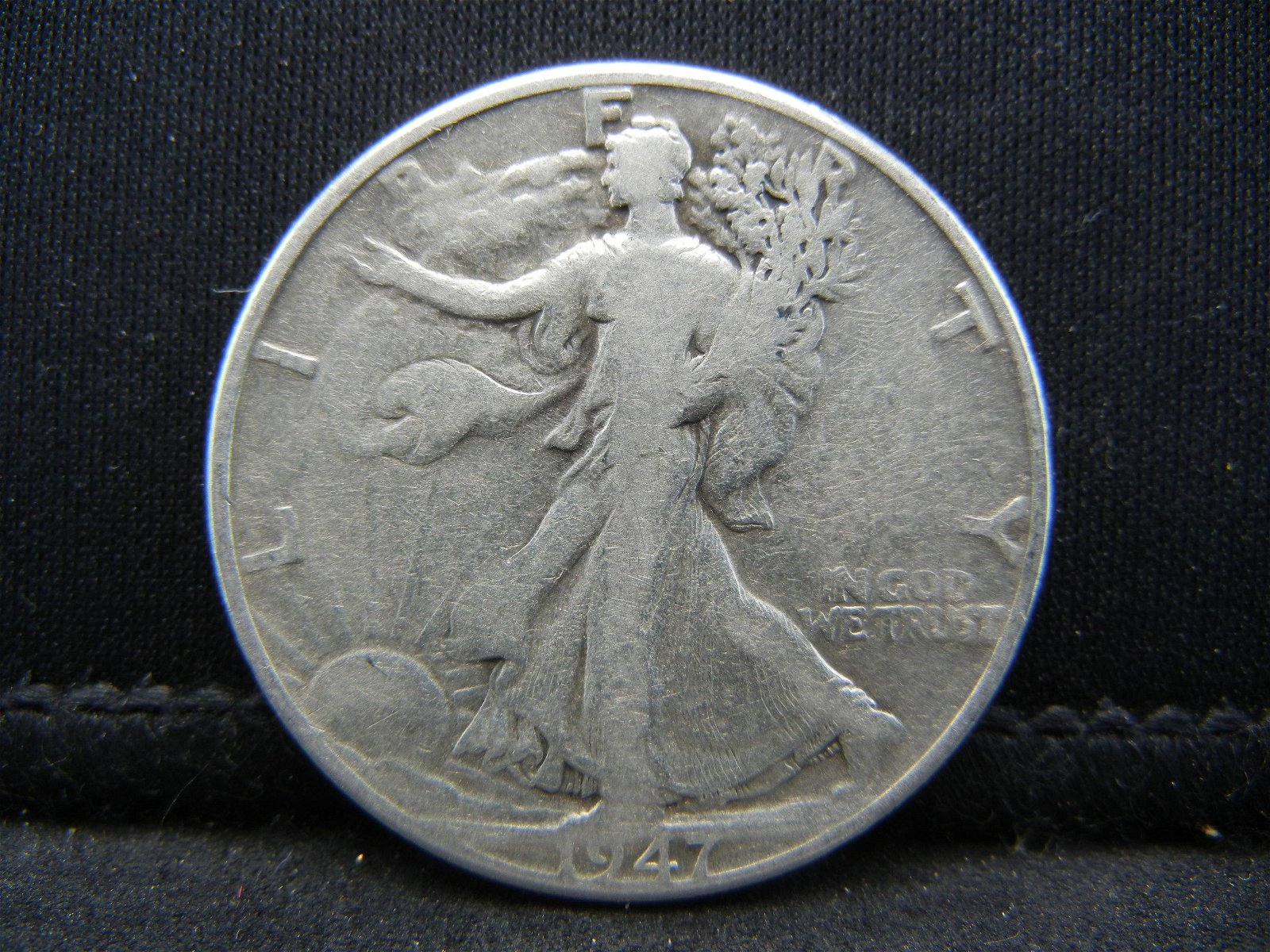 1947-D SILVER (90%) LIBERTY HALF, LAST YEAR, ONLY 3.9