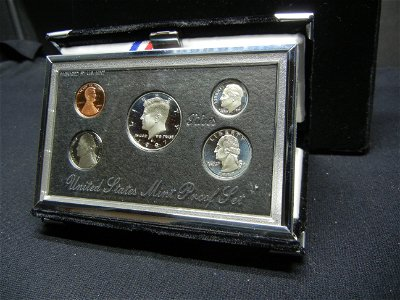 1997 S Silver Premier set. Plush box