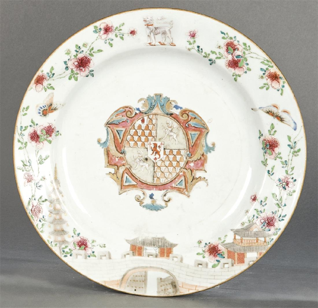 Circular emblazoned dish in porcelain from East India