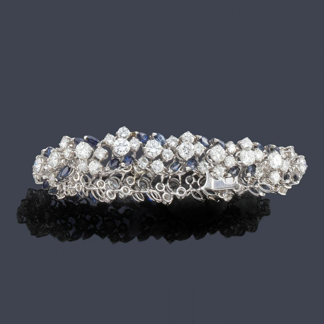 Bracelet with a design dotted with diamonds of approx.