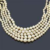 Short necklace with pearls