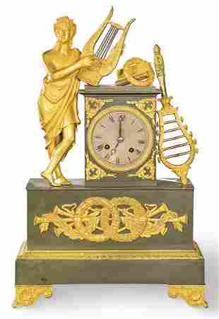 Empire table clock in gilt and blued bronze. On a
