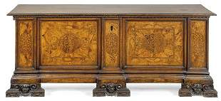 Bridal chest with a flat top in walnut wood, with a