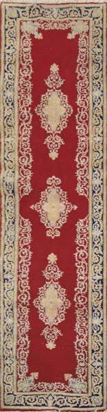 Persian wool runner rug. Size: 286 x 68 cms.
