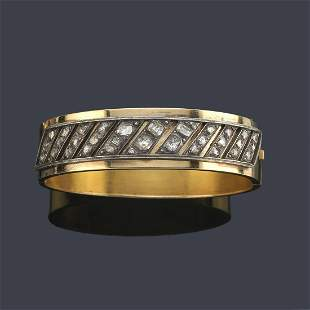 Rigid bracelet with table cut diamonds front in 18K