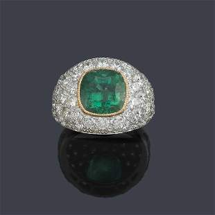 Bombé ring with cushion cut emerald of approx.