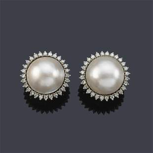 Short earrings with a pair of Mabe pearls and an 8/8