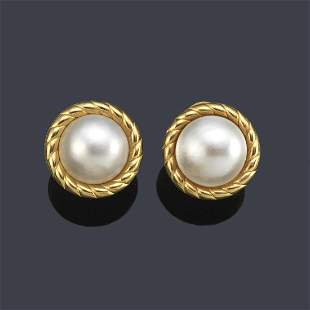 Short earrings with Mabe pearls in 18K yellow gold