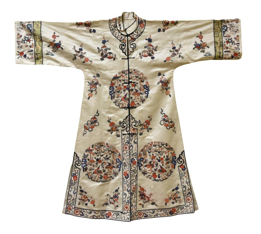 A Chinese Silk Embroidery Female Cloth,19/20th C.
