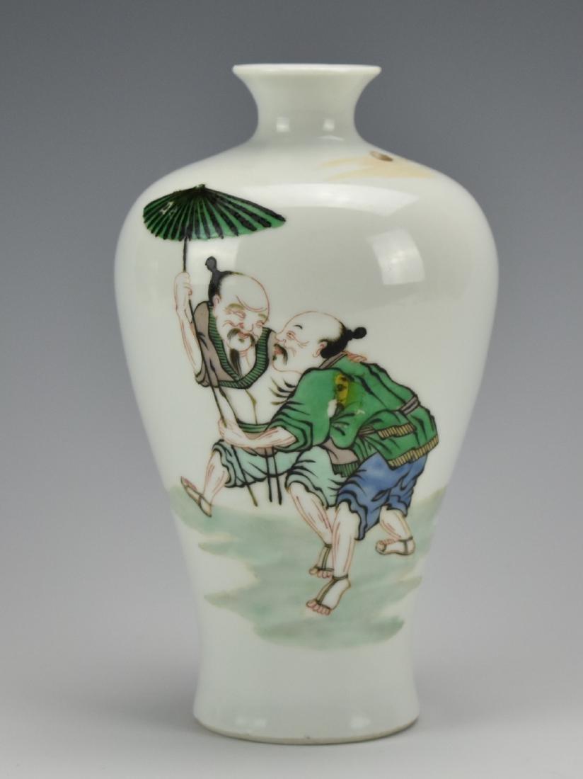 A Famille Verte Meiping Vase w/ Umbrella & Figures