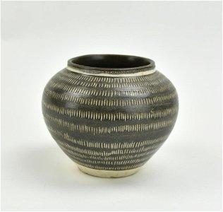 Chinese Cizhou Ware Cut- Slip Jar, Song Dynasty