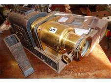 Victorian magic lantern in brass and tin bearing brass