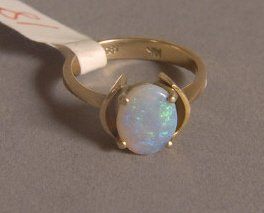 8: 14K GOLD AND OPAL RING