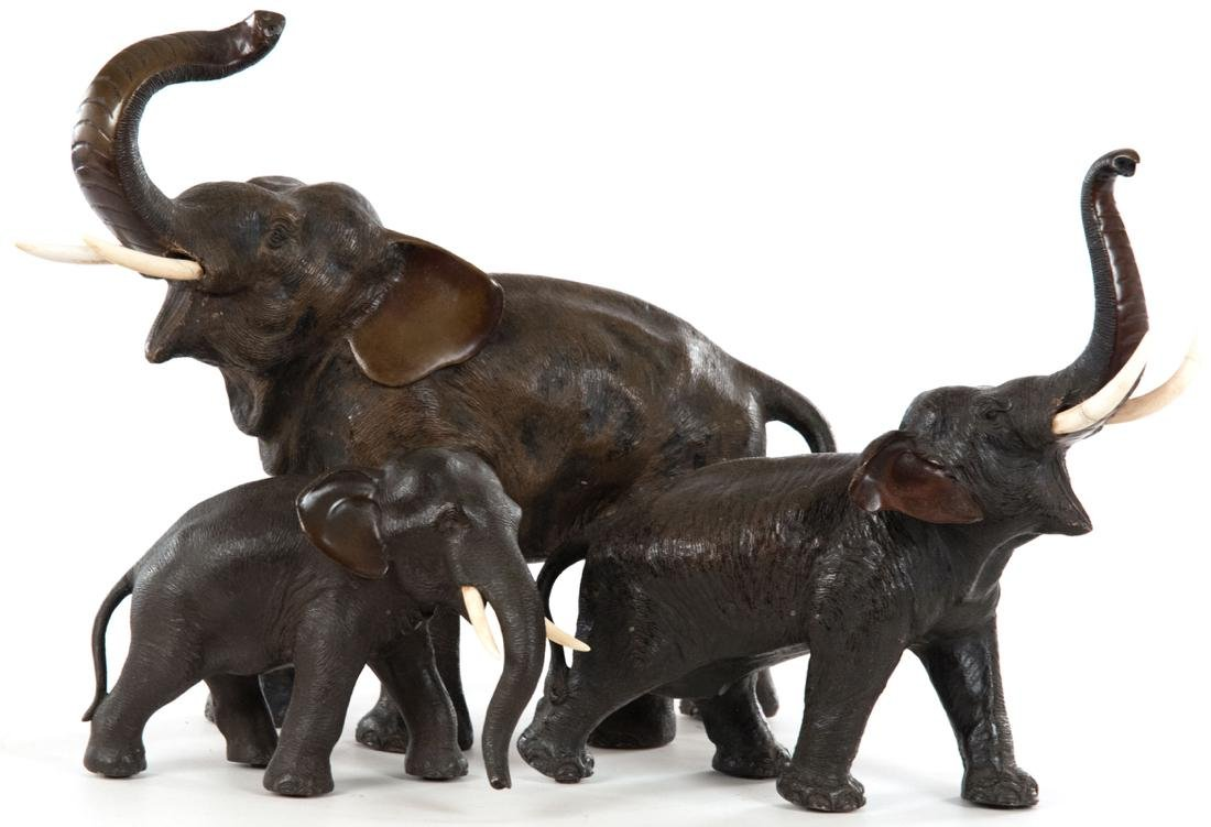 Lot of three Japanese bronze elephants
