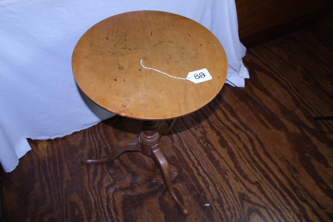 New England period round top candle stand