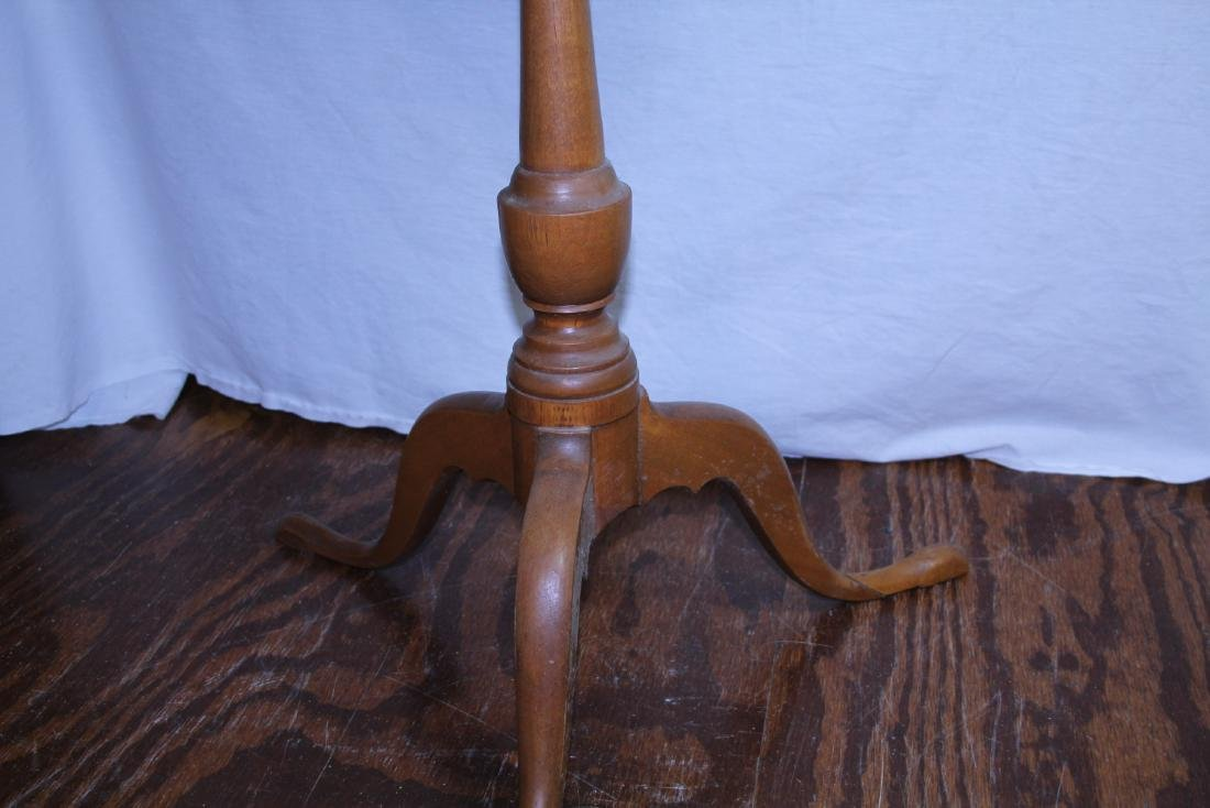 New England period round top candle stand - 2