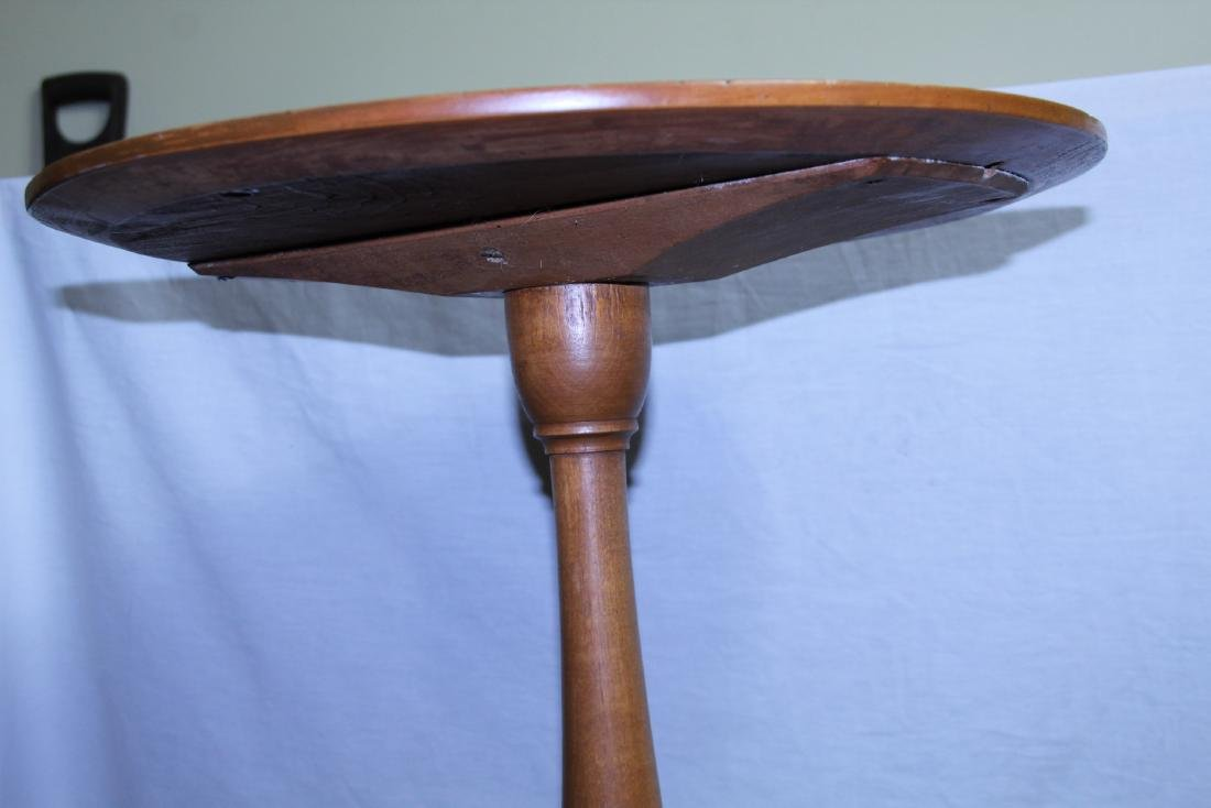 New England period round top candle stand - 3