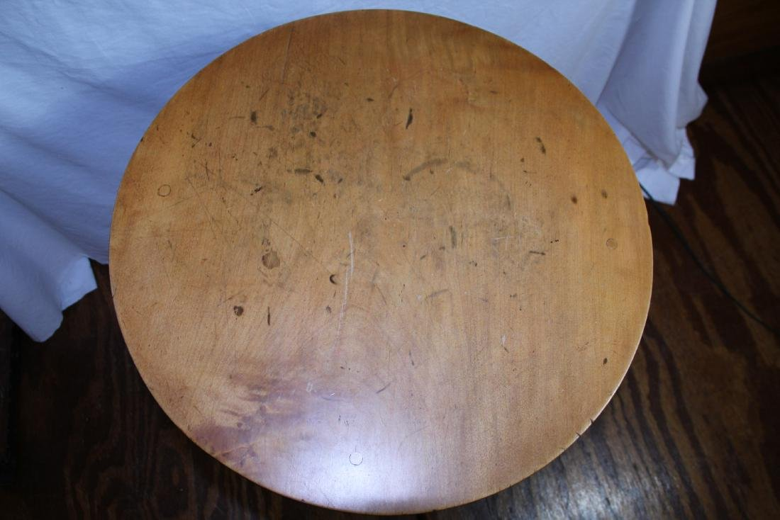 New England period round top candle stand - 4