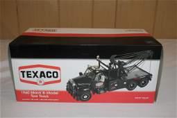 First gear Texaco 1960 Mack B-Model Tow Truck #49-0012