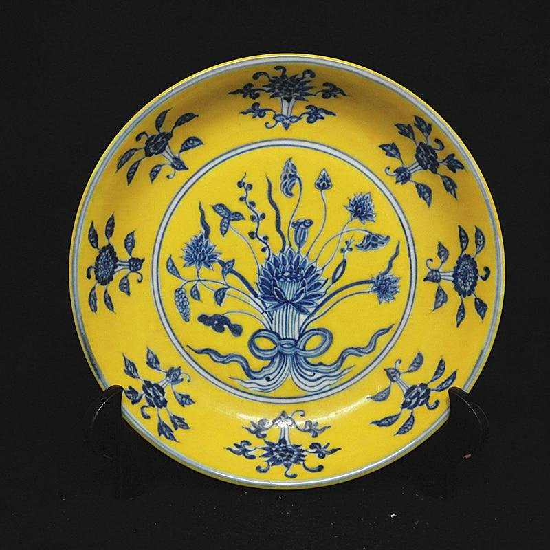 A YELLOW & BLUE LOTUS PLATE XUANDE MARK 14TH/C.