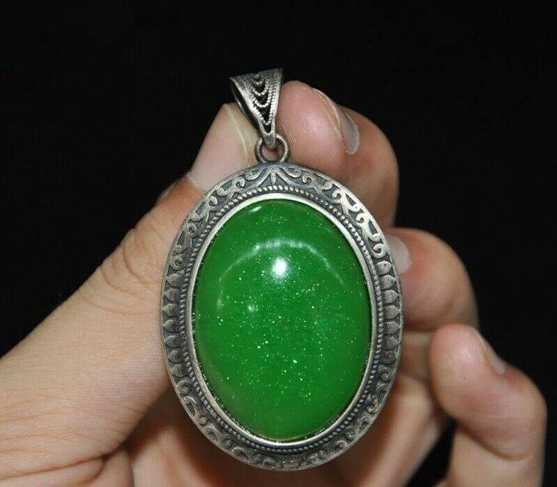 A SILVER INLAY GREEN JADE PENDANT QING DYNASTY.