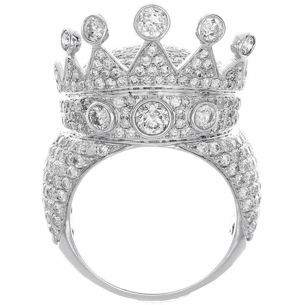 A 10KT WHITE GOLD AND 7.11CT DIAMOND MAN RING.