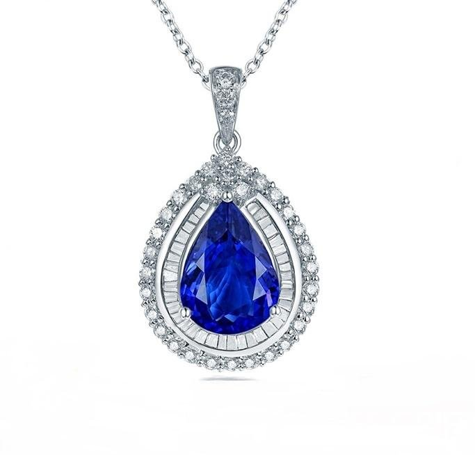 A 18KT WHITE GOLD AND TANZANITE & DIAMONDS PENDANT.