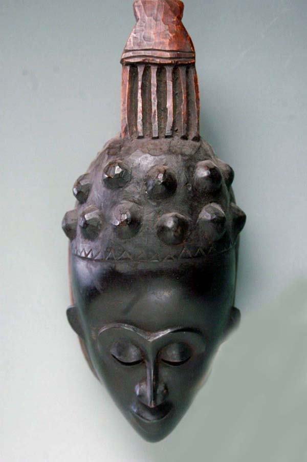 9: AFRICAN MASK - BAULE OR GURU