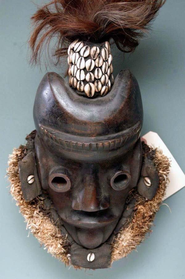 10: AFRICAN MASK - DAN-GUERE TRIBE