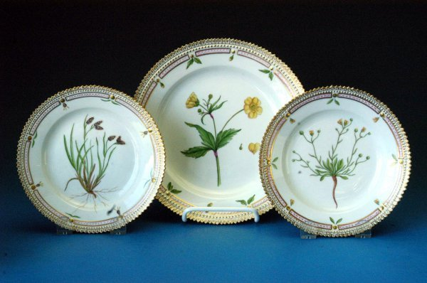 707: Royal Copenhagen Flora Danica plates - (3)